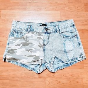 Mine Distressed Camouflage Panel Jean Shorts - L